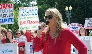Daryl Hannah  calls for a ban on fracking